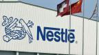 Das Logo des Lebensmittel-Konzerns Nestlé. Mit der Konzernverantwortungs-Initiative würde auch Nestlé in die Pflicht genommen.