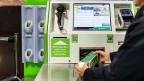 Die kroatische Migros-Angestellte ist überzeugt: Selbst wenn die klassischen Kassen verschwinden, brauche es auch in Zukunft im Detailhandel noch Mitarbeiter und Mitarbeiterinnen. Wichtig sei, dass die Angestellten technologisch auf dem aktuellen Stand seien.