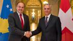 Am 9. November hat der kosovarische Aussenminister Enver Hoxhaj dem Schweizer Aussenminister Didier Burkhalter einen Besuch abgestattet.