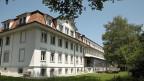 Die Erbauer des Spitals von Riggisberg haben vor über 100 Jahren einen schönen Ort gewählt: Es liegt oberhalb des Dorfes, und vom Spitalbett aus sieht man die Berner Alpen.