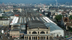Der Zürcher Stadtrat hat die SBB dazu verpflichtet, auf einem Drittel des Areals beim Zürcher Hauptbahnhof gemeinnützige Wohnungen zu errichten. Luxuswohnungen dagegen soll es gar keine geben. Dies war möglich, weil die SBB-Areale in der Industriezone liegen.