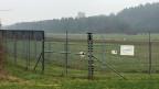 Seitdem im Jahr 2008 eine Gruppe vermummter Aktivisten die ersten Versuchspflanzen zerstört hatte, gibt es für Versuchsfelder im Reckenholz doppelte Zäune und eine Rund-um-die-Uhr-Überwachung.