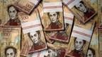 Mit fünf Kilo Banknoten ins Restaurant – der Alltag im Krisenland Venezuela.
