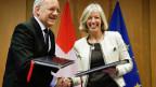 Bundespräsident Johann Schneider Ammann und die italienische Bildungsministerin Stefania Giannini 2014 anlässlich der Vertrags-Unterzeichnung des Projektes Horizon 2020 mit der EU.