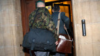Am Militärgericht in Yverdon wurden fünf Berufsmilitärs wegen Betrug und Urkundenfälschung angeklagt.