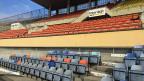 Das «Stade Olympique de la Pontaise», im Norden der Stadt wurde gebaut für die Fussball-WM 1954. Längst ist die Farbe an der Betontribüne abgeblättert, sind die Plastikklappstühle vom Sonnenlicht verblichen und die Absperrgitter rostig. Nur Nostalgiker attestieren der Pontaise noch Olympischen Charme.