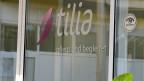 «Tilia pflegt und begleitet» - steht auf der Glastüre am Eingang zum Pflegeheim am Stadtrand von Bern. Aktive Sterbehilfe ist in den Tilia-Räumlichkeiten nicht erlaubt.