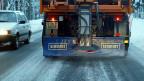 Flüssigsalz hat sich noch nicht überall durchgesetzt. Im Kanton Luzern bis jetzt nur auf Autobahnen, doch auf den Kantonsstrassen wird vorderhand weiter normal gesalzen.