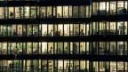 Grossbritannien etwa scheint sich als Alternative zum Standort Schweiz in Position zu bringen: Britische Standort-Förderer buhlten aktiv um Schweizer Firmen, sagt der Vertreter von SwissHoldings im Beitrag.