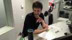 Echo-Moderator Samuel Wyss unterhält sich mit dem Sprachcomputer Alexa.