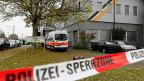 «Polizei-Sperrzone» steht auf einem Absperrband vor der An'Nur-Moschee in Winterthur.