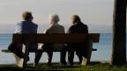 Versicherte, die pensioniert sind, sollen nicht plötzlich weniger Rente erhalten und ihren Lebensstandard anpassen müssen.