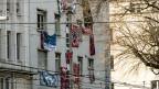 In Bern entscheidet der Eigentümer, ob er Hausbesetzer in seiner Liegenschaft dulden will oder nicht. Zusammen mit der Kantonspolizei bringt er die Räumung in Gang.