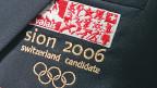 «Sion 2006 Switzerland Candidate» ist auf das Revers einer Jacke gestickt.