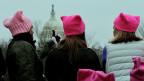 Das Vorbild fürs Stricken auf dem Bundesplatz: Die «Pussy Hats» – Zeichen gegen Sexismus – tauchten erstmals an den Frauen-Protestmärschen in den USA auf, am Tag nach der Amtseinsetzung Donald Trumps.