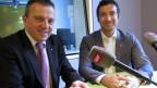 SVP-Nationalrat Walter Wobmann (links) und FDP-Ständerat Andrea Caroni diskutieren im Radiostudio Bern.