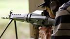Die ganz spitzen Zähne sind dem schärferen EU-Waffenrecht bereits gezogen worden.  Für die Schweiz bedeutet das: Soldaten dürfen ihre Waffe weiterhin zu Hause aufbewahren und sie nach dem Militärdienst  als Sportschützen nutzen.