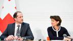 Benoit Revaz, Direktor des Bundesamts für Energie, und Bundespräsidentin Doris Leuthard präsentieren an einer Medienkonferenz die Abstimmungsvorlage «Energiestrategie 2050».