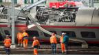 Pendlerinnen und Pendler aus Basel, dem Aargau oder der näheren Umgebung wurden als Folge der Zugsentgleisung am Donnerstagmorgen mit Bussen von den Aussenbahnhöfen in die Stadt gefahren.