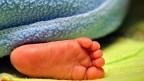 In Solothurn machen die Spitäler mit mehrsprachigen Flugblättern in Frauen- und Migrationsberatungsstellen auf die Möglichkeit der vertraulichen Geburt aufmerksam.