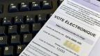 Bei den nächsten nationalen Wahlen sollten zwei Drittel der Kantone elektronisches Wählen möglich machen, darauf hofft der Bundesrat.