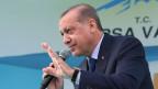 Der türkische Präsident Erdogan fühlte sich beleidigt wegen eines Plakats bei einer Demonstration in Bern.