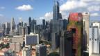 9500 Singapurianer wohnen in sieben, modernen Wohntürmen. Diese sind auf dem Dach durch eine Brücke verbunden, die als Jogging-Strecke und Freizeitpark dient.