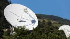 Antennen des schweizerischen Spionagesystems Onyx, welches die internationalen zivilen und militärischen Mitteilungen abfängt. Sie sollen primär der Bekämpfung von Terrorismus dienen.