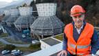 Jean-Francois Pilet, Projektleiter bei Romande Energie, vor dem alten Kraftwerk. Die Infrastruktur hätte für das neue genutzt werden können. Archivbild.