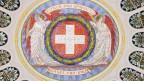 Die Decke der Eingangshalle im Bundeshaus mit den Kantonswappen steht für den Föderalismus in der Schweiz.