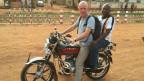 Patrik Wülser mit einem Dolmetscher unterwegs in Bangui, Hauptstadt der Zentralafrikanischen Republik.