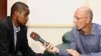 Patrik Wülser im Interview mit dem Direktor für Strassenverkehr, Nairobi.