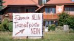 Plakate gegen Fahrende in Wileroltigen.