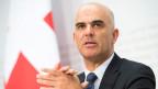 Audio «Bundesrat senkt die Tarife für operierende Ärzte» abspielen.