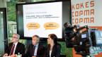 Christoph Brutschin, Vorstandsmitglied der Konferenz für Kindes- und Erwachsenenschutz KOKES, Guido Marbet, Präsident KOKES und Caroline Kühnlein, Richterin Kanton Waadt (von links nach rechts).