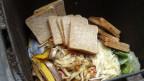 Der Kampf gegen Foodwaste, also das Verschwenden von Nahrungsmitteln, ist ebenfalls in diesem Verfassungsartikel drin.