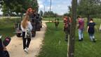 Gymnasiastinnen und Gymnasiasten der Steiner Schule Zürich besuchen die Richtstrahl-RS 62 in Kloten. Bild: Iwan Santoro/SRF.