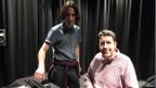 Reto Pieren und Jean Marc Wunderli (stehend) vom Akustiklabor der EMPA. Bild: Christian von Burg.SRF.