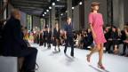 Models präsentieren an der Pariser Fashion Week die Akris-Kreationen der des Schweizer Mode-Designers Albert Kriemler (Sohn des verstorbenen Label-Gründers Max Kriemler) aus der Frühjahr-Sommer-Kollektion 2018.