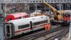 Wagen des entgleisten ICE-Zuges im Bahnhof Basel SBB am 30. November 2017.
