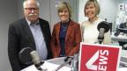 Die Gäste stehen im Studio von SRF 4 News