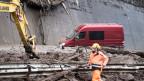 Die Schlammlawine verschüttete die A2 im Urnerland über eine Breite von 50 Metern.