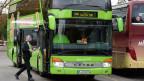 Ein Fernbus auf dem Zürcher Carparkplatz. Der Bundesrat möchte Fernbusse dort zulassen, wo sie eine wichtige neue Verkehrsverbindung erschliessen.