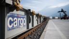 Güterwagen der SBB Cargo stehen vor dem Verladen in Cadenazzo.
