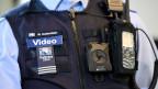 Bei Einsätzen mit Bodycam sei es tendenziell zu weniger Gewalt gegen Beamte gekommen.