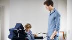 Vor allem die junge Generation von Vätern will im Familienalltag mitwirken.