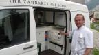 Im Kanton Uri ist Zahnarzt Michael Keller mit einen umgebauten Kleinbus unterwegs.