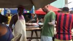 Der kolumbianische Fischer Placides Gomez auf seinem Markt.
