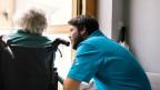 Altenpflege sei nicht nachhaltig, weil sich das Modell zu einem grossen Teil auf unbezahlte Pflege-Arbeit stütze.