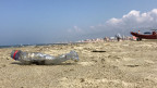 Plastikabfall an einem Strand.